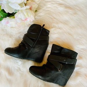 🖤 ALDO Black Wedge Ankle Booties 🖤